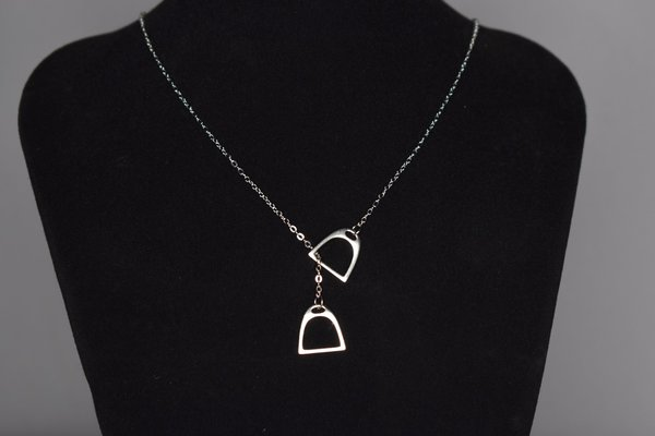 Silver necklace with stirrups